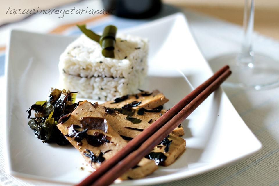 tofu con alghe